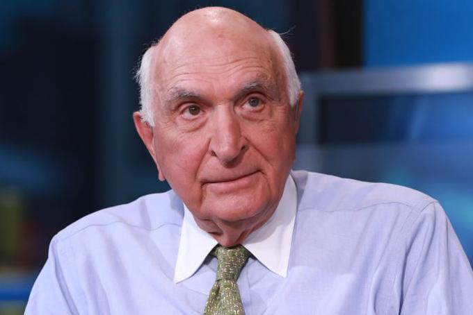 Ken Langone:hà đầu tư Ken Langone có bố mẹ là thợ sửa nước và nhân viên tiệm cà phêTài sản:2,6 tỷ USDĐể chi trả học phí cho Langone khi ông học tại đại học Bucknell, gia đình ông đã phải thế chấp nhà còn bản thân ông thì làm những công việc kỳ quặc.Năm 1968, Langone cộng tác với Ross Perot để cho ra mắt Hệ thống Dữ liệu Điện tử mà sau đó được HP mua lại. Chỉ hai năm sau, ông cộng tác với Bernard Marcus để cho ra mắt Home Depot, được ra mắt năm 1981.