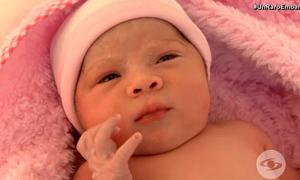 Bé sơ sinh Colombia chào đời với bào thai trong bụng