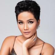 Những khó khăn của người đẹp Việt đi thi quốc tế