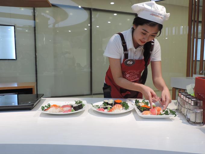 Mỗi thành viên trong đội sẽ có sản phẩm với 3 loại sushi khác nhau.