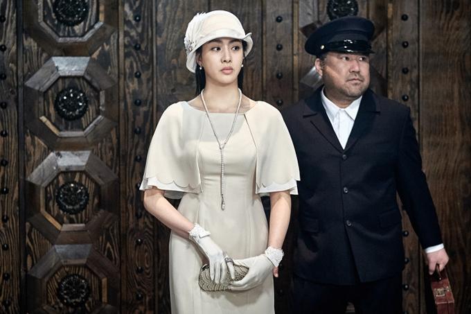 Chỉ có hai cảnh, Kang So Ra thể hiện vẻ nữ tính, khoe thần thái xinh đẹp.