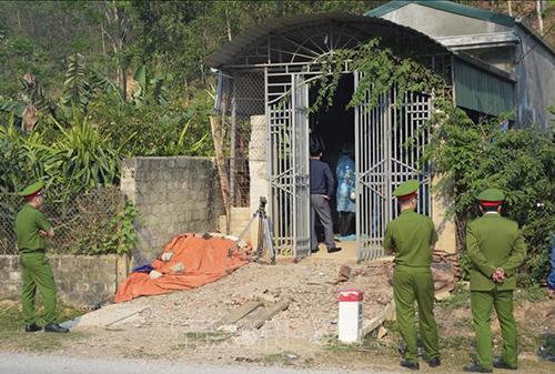 Cảnh sát khám xét lần hai với căn nhà của bị can chủ mưu. Ảnh: TTX.