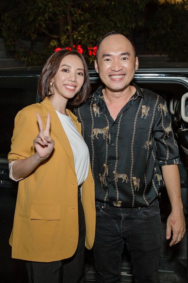 Tối 29/3, vợ chồng nghệ sĩ Tiến Luật - Thu Trang tham dự buổi gặp gỡ của đoàn phim Chị Mười Ba -