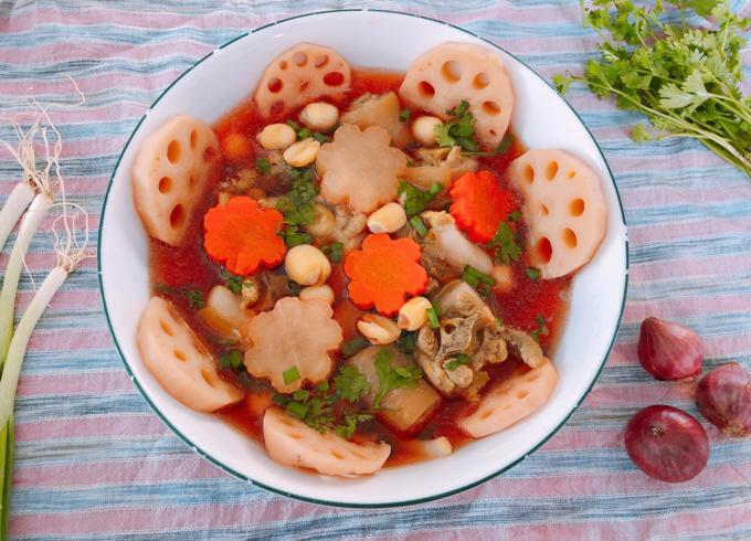 Canh súp củ sen tẩm bổ ngày cuối năm - 1