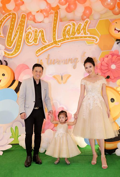 Gia đình Lam Trường về Việt Nam cách đây 2 tháng để Yên Lam có thời giangần gũi bên ông bà, cô, bác và các anh chị em họ. Trong thời gian đó, Lam Trường vẫn tích cực chạy show cả trong nước và nước ngoài.
