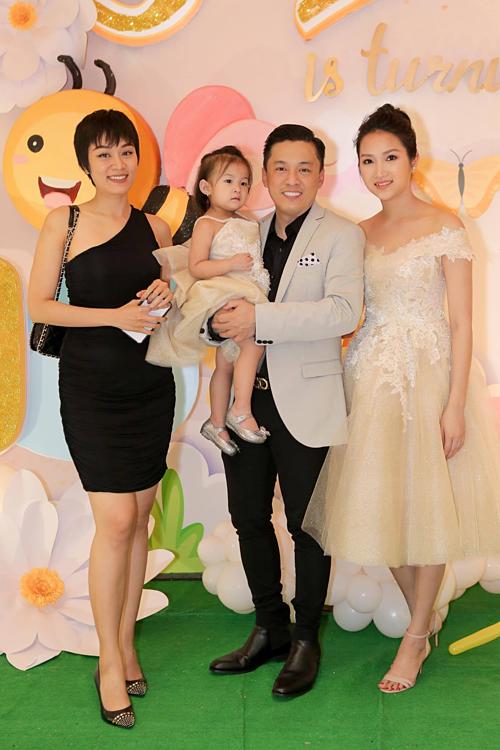 Ca sĩ Minh Thư, cháu gái ruột của Lam Trường cũng có mặt tại bữa tiệc sinh nhật.