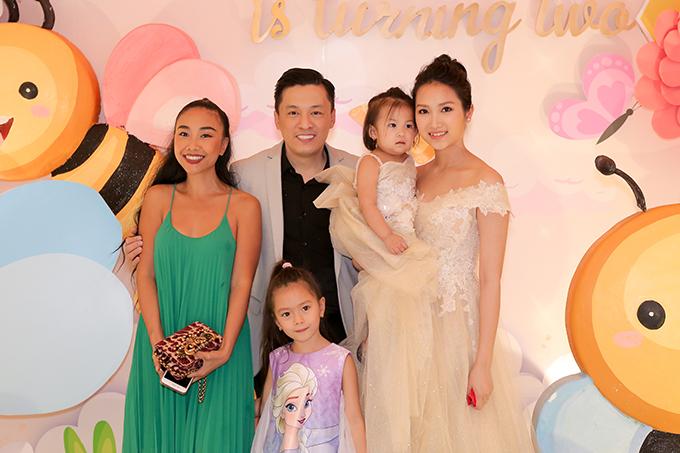 Ca sĩ Đoan Trang dắt theo con gái đến mừng sinh nhật bé Yên Lam.