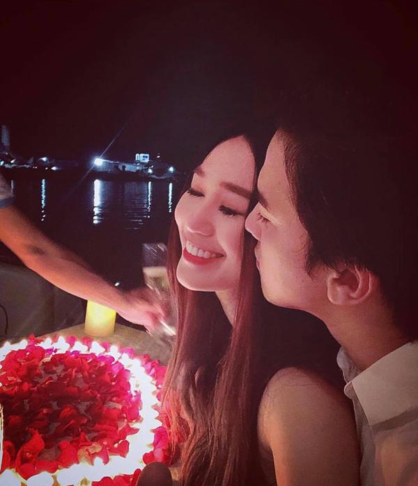 Ban đầu Khánh My từ chối tiết lộ với truyền thông về mối quan hệ này, nhưng sau đó cô thoải mái chia sẻ những khoảnh khắc tình tứ bên bạn trai trên mạng xã hội.