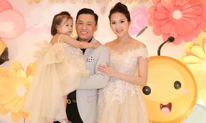 Vợ Lam Trường mặc váy công chúa trong sinh nhật con gái