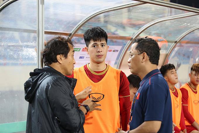 Đình Trọng dự bị và được vào sân ở hiệp hai trận gặp Brunei. Ảnh: Đương Phạm.