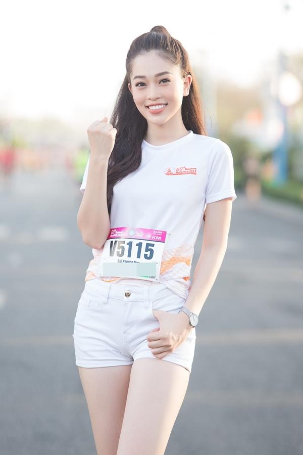 Á hậu Phương Nga vốn tập luyện thể thao thường xuyên nên bày tỏ sự hào hứng trước giờ bắt đầu. Cô phải bay từ Hà Nội vào Sài Gòn, sau đó di chuyển xuống Vũng Tàu tham gia sự kiện.