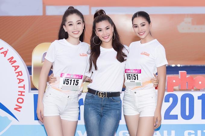 Diễm Trang (giữa) hội ngộ Phương Nga (trái) và Tiểu Vy. Cô mừng trước sự trưởng thành hơn của hai đàn em sau cuộc thi Hoa hậu Việt Nam 2018.