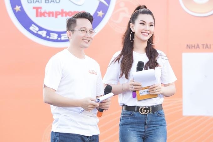 Diễm Trang không tham gia đường chạy mà đảm nhận vai trò MC. Đây cũnglà định hướng hoạt động nghệ thuật lâu dài của người đẹp 28 tuổi.