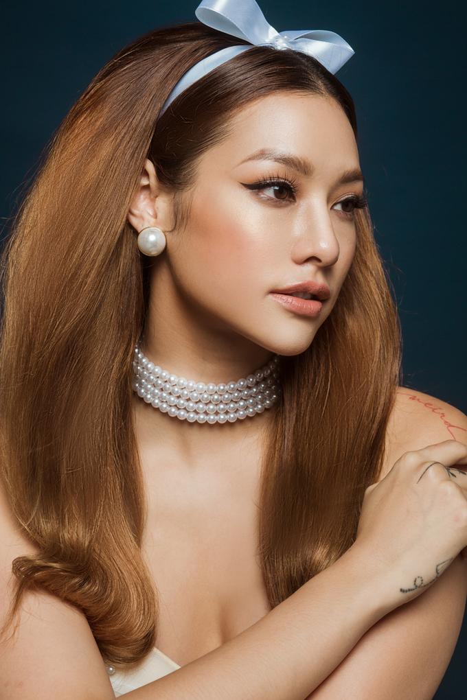 Lilly Nguyễn biến hóa với makeup cô dâu thập niên 1960