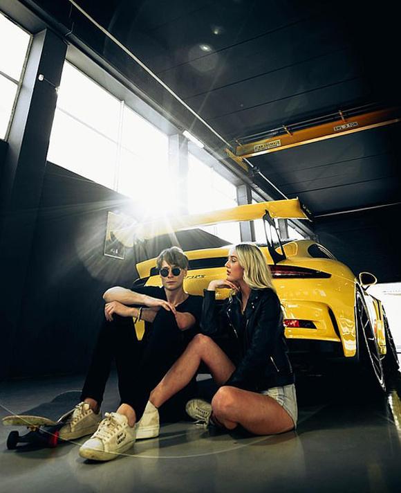 Bobby Misner với gái xinh bên siêu xe. Ảnh: Instagram.