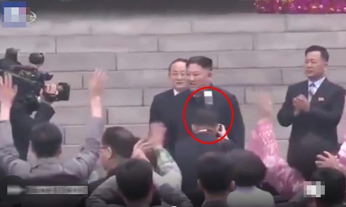Nhiếp ảnh gia bị sa thải vì chắn tầm nhìn của Kim Jong-un