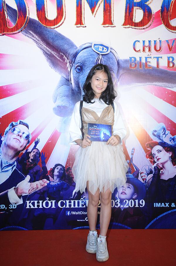 Mẫu nhí Hà Thiên Trang dự ra mắt phim ở Hà Nội.