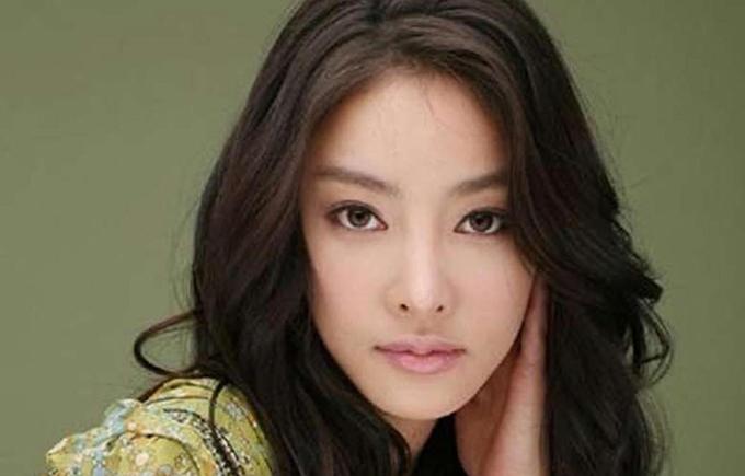 Không lâu sau khi phim Vườn sao băng kết thúc, Jang Ja Yun treo cổ tự tử, để lại di thư tố cáo công ty quản lý ép cô quan hệ tình dục với nhiều đại gia trong ngành. Vụ việc gây chấn động dư luận, song Ja Yun vẫn chưa được giải oan sau 10 năm qua đời. Gần đây, nhiều manh mối mới của vụ án lộ tẩy. Theo đó, nữ diễn viên xấu số bị ông chủ ép triệt sản để trở thành công cụ tình dục của những kẻ biến thái quyền lực trong ngành giải trí. Dưới sức ép dư luận, vụ điều tra được mở rộng tới 5/2019. Tổng thống Hàn trực tiếp yêu cầu nghiêm khắc điều tra vụ án, trả lại công bằng cho người đã mất.