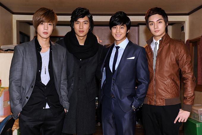 Trong nhóm F4 bản Hàn, Kim Joon (ngoài cùng bên phải)vai Song Woo Bin ít đất diễn nhất nhưng lịch lãm, đĩnh đạc nhất.