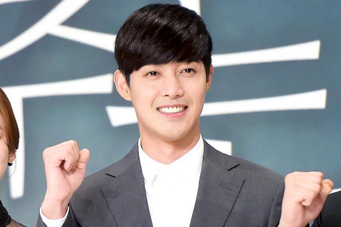 Sau Vườn sao băng, Kim Hyun Joong không tạo được nhiều dấu ấn mới, nhưng kịch bản vẫn tìm đến anh đều tay, cho tới khi anh vướng vào nhiều bê bối. Năm 2015, bạn gái cũ công khai bằng chứng bị anh đánh đến sảy thai. Hai năm sau, khi vừa xuất ngũ, anh bị treo bằng vì ngủ gật và uống rượu khi lái xe. Năm ngoái, Hyun Joong chính thức trở lại showbiz với dự án phim When Time Stopped song tên tuổi không còn được như xưa.