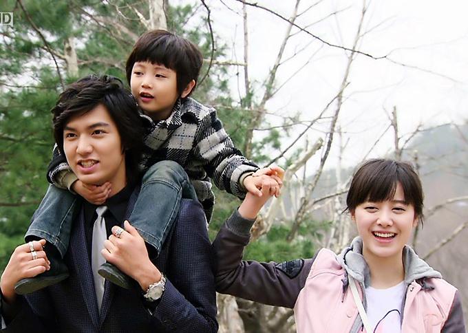 Đẹp trai và diễn tốt, Lee Min Ho (trái) mang tới hình ảnh công tử Goo Jun Pyo đầy sống động. Nhờ hiệu ứng của vai diễn, anh bước lên hàng sao hạng A trong showbiz xứ Hàn.