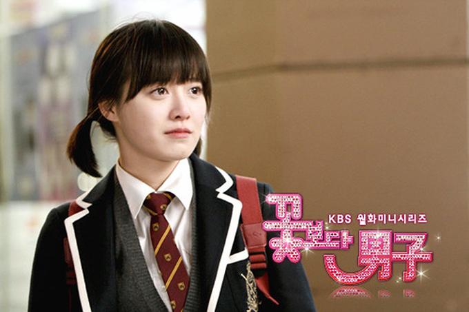 Goo Hye Sun đóng Vườn sao băng khi 25 tuổi. Nhưng với nét đẹp không tuổi và phong cách diễn đáng yêu, cô hóa thân tự nhiên vào nhân vật nàng Cỏ Geum Jan Di, tạo sự thuyết phục khi kết hợp với dàn bạn diễn nam kém tuổi.