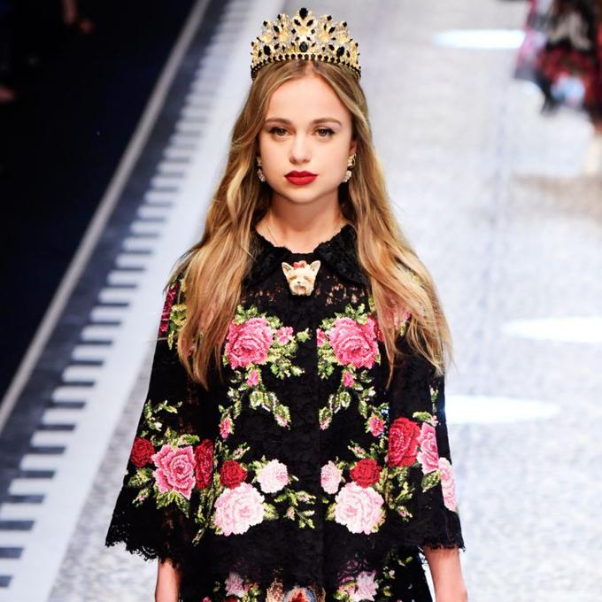 Lady Amelia Windsor là người mẫu thời trang người Anh và là thành viên của đại gia đình hoàng gia Anh. Là cháu gái của Hoàng tử Edward, Amelia đang đứng thứ 38 trong dòng dõi kế vị ngai vàng Anh.