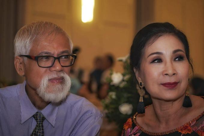 Trải qua nhiều năm chung sống, tình cảm của cặp vợ chồng Quốc Huy - Kim Xuân càng thêm bền chặt.