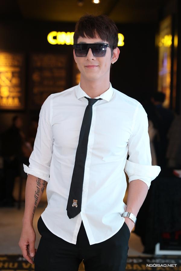 Song Luân chúc mừng cho thành công đầu tiên của Nhã Phương trong lĩnh vực sản xuất phim ảnh.