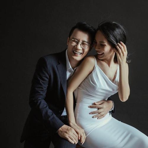 Cặp vợ chồng nổi tiếng vỡ kế hoạch nên mang bầu lần ba.