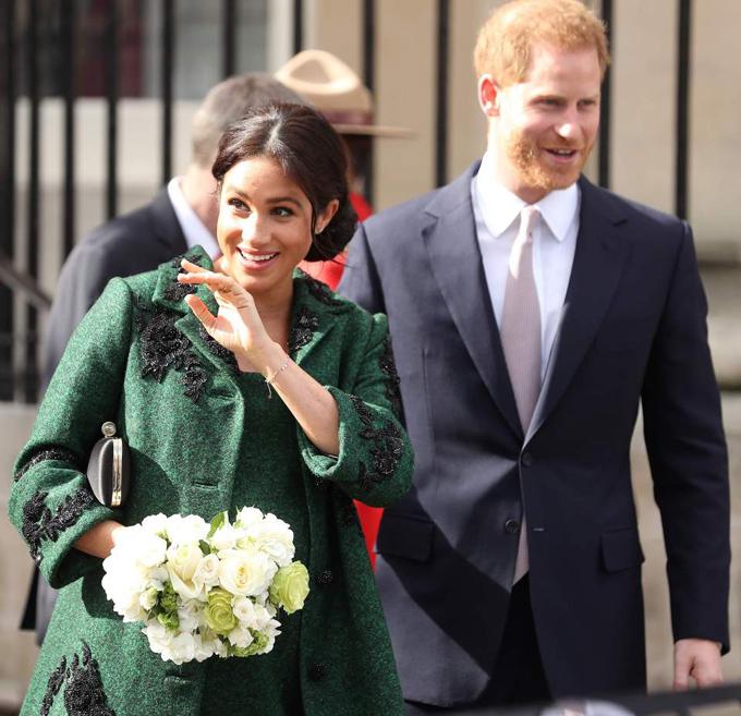 Meghan và chồng tới thăm Central House ở thủ đô London hôm 10/3. Ảnh: AFP.