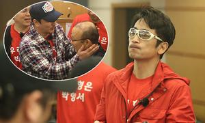 Ahn Jung-hwan lén hôn má HLV Park