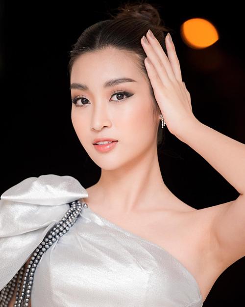 Đỗ Mỹ Linh xinh đẹp trong bức ảnh mới đăng tải.
