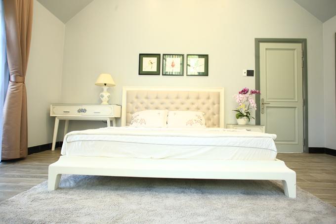 Căn nhà có 4 phòng ngủ bài trí đơn giản nhưng tinh tế, đẹp mắt.