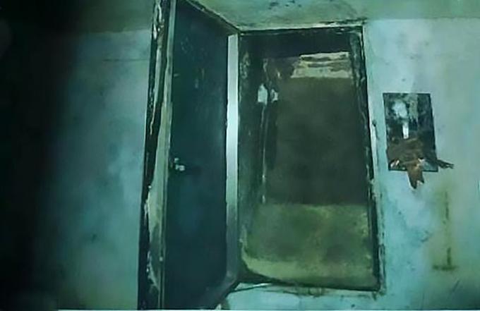 Lối xuống căn hầm trong nhà của Long tại huyện Phượng Hoàng, tỉnh Hồ Nam, Trung Quốc. Ảnh: Asiawire.