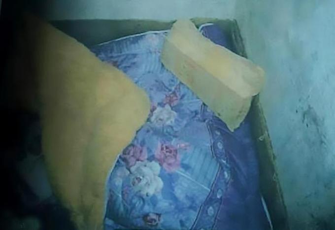 Căn hầm nơi nghi phạm Long giam cầm và hãm hiếp nữ sinh 16 tuổi tại huyện Phượng Hoàng, tỉnh Hồ Nam, Trung Quốc. Ảnh: Asiawire.