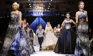Chung Thanh Phong mở màn Aquafina Vietnam International Fashion Week
