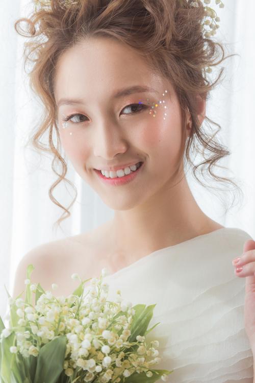 Bộ ảnh được thực hiện với sự hỗ trợ của trang điểm & trang phục: Trí Trần Bridal House, nhiếp ảnh: Huy Nguyen, người mẫu: Bảo Ngọc, Nguyệt Hảo, stylist: Kiet Cao.