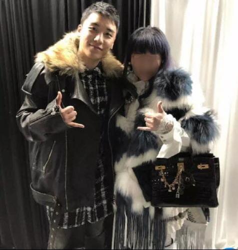 Seungri và bà Lin người Đài Loan có mối quan hệ thân thiết.