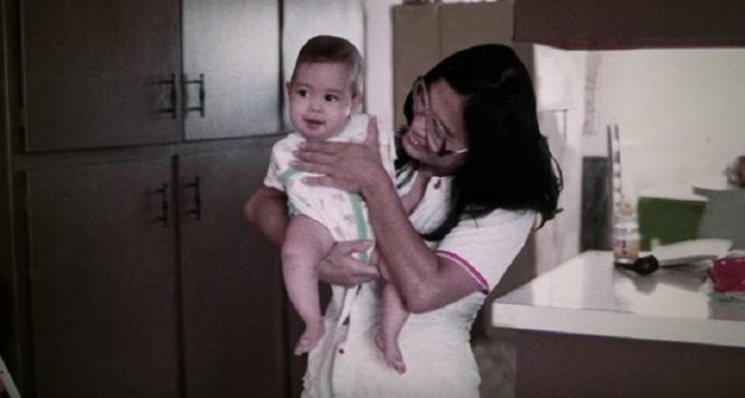 Jessica Coxlớn lên ở Tucson, bang Arizona. Không có cả hai cánh tay ngay từ khi sinh ra nhưng cô luôn ước mơ trở thành siêu nhân.