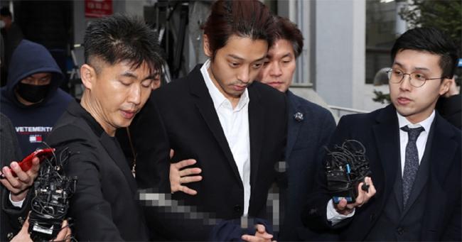 Jung Joon Young bị bắt đưa tới sở công tố Seoul sáng 29/3.