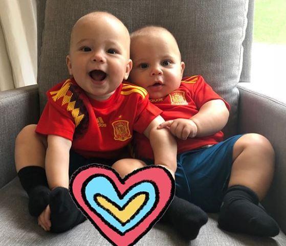 Hai nhóc sinh đôi của Anna Kournikova và Enrique Iglesias.