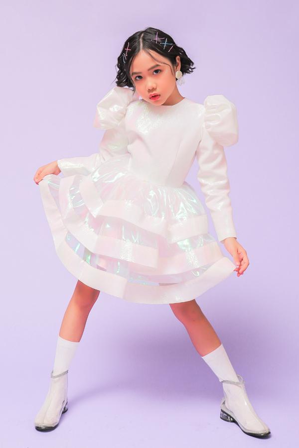 Sau Asian Kids Fashion Week, tiết mục biểu diễn catwalk trong trái bóng nước đã khiến mẫu nhí Khánh An trở nên nổi tiếng và nhiều khán giả biết đến.
