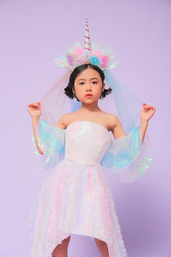 Từ dấu ấn của tuần lễ thời trang thiếu nhi được tổ chức tại Việt Nam, Khánh An được nhiều thương hiệu thời trang thiếu nhi trong nước mời góp mặt trong các bộ ảnh mới.