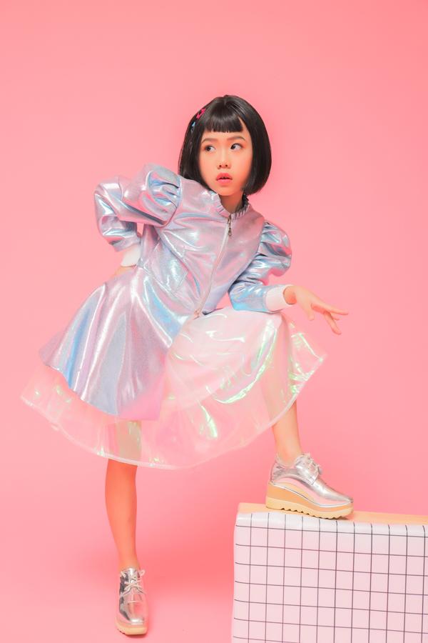 Để chia sẻ niềm vui đầu năm, Khánh An đã được thầy Nguyễn Hưng Phúc cùng êkíp của Asian Kids Fashion Week thực hiện cho bộ ảnh mới.