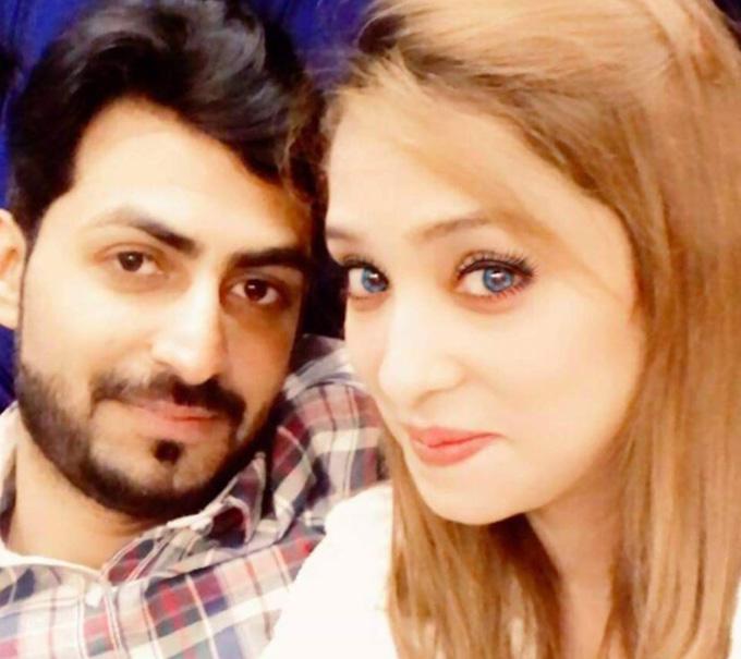 Aziz và Mian Faisal lúc còn mặn nồng. Ảnh: Twitter.