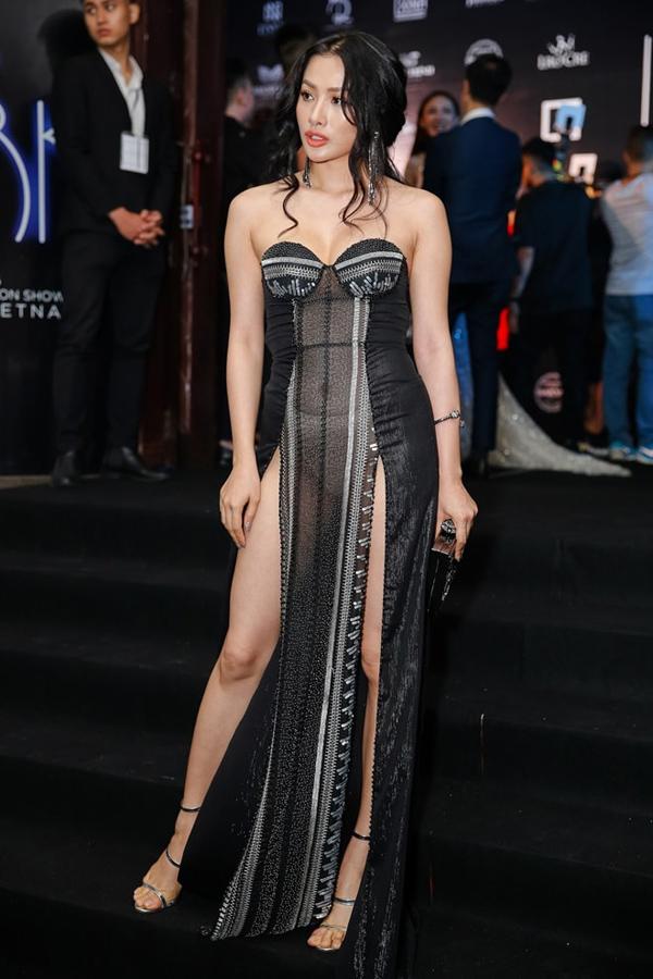 Yaya Trương Nhi dự show thời trang của NTK Đỗ Long, tối 24/6/2018.
