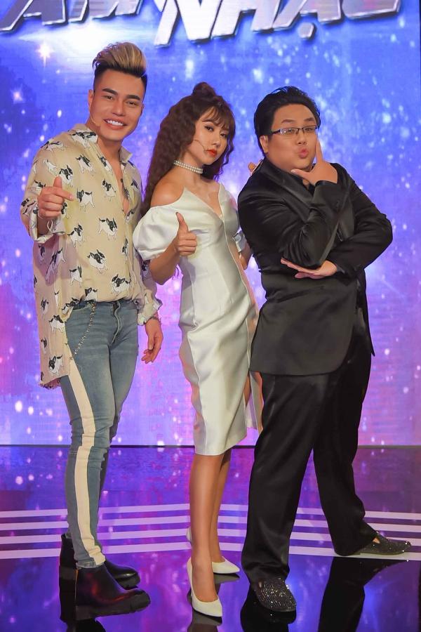 Tập 2 chương trình còn có sự tham gia của: Lê Dương Bảo Lâm, Tường Vi, Gia Bảo ở vai trò thủ lĩnh.