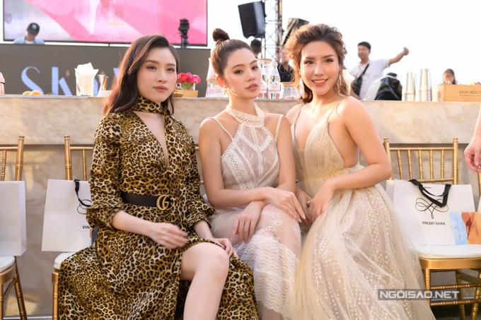 MC Thanh Thanh Huyền - hoa hậu Jolie Nguyễn - á hậu Khánh Phương (từ trái qua) đọ sắc trên hàng ghế đầu.