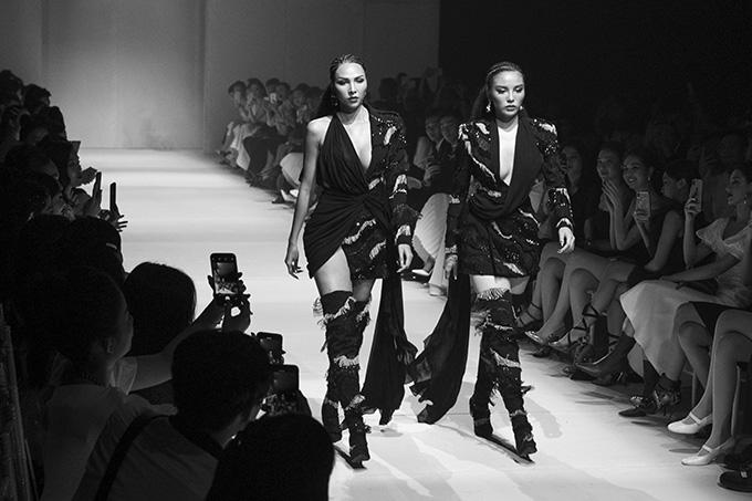 Tối 30/3buổi trình diễn thời trang ra mắt bộ sưu tập One Day của nhà thiết kế Lê Thanh Hòa diễn ra tại TP HCM với sự góp mặt của các người đẹp, người mẫu nổi tiếng của showbiz Việt.